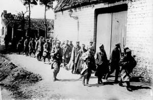 traversés du village par les prisonniers